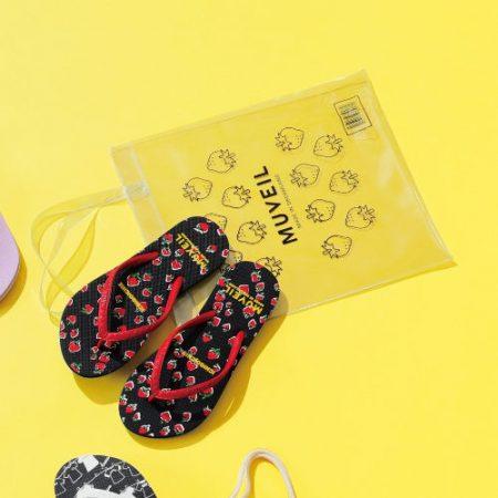 HAYN×MUVEIL イチゴプリントビーチサンダル(ビニールバッグ付き)/¥9,000+税