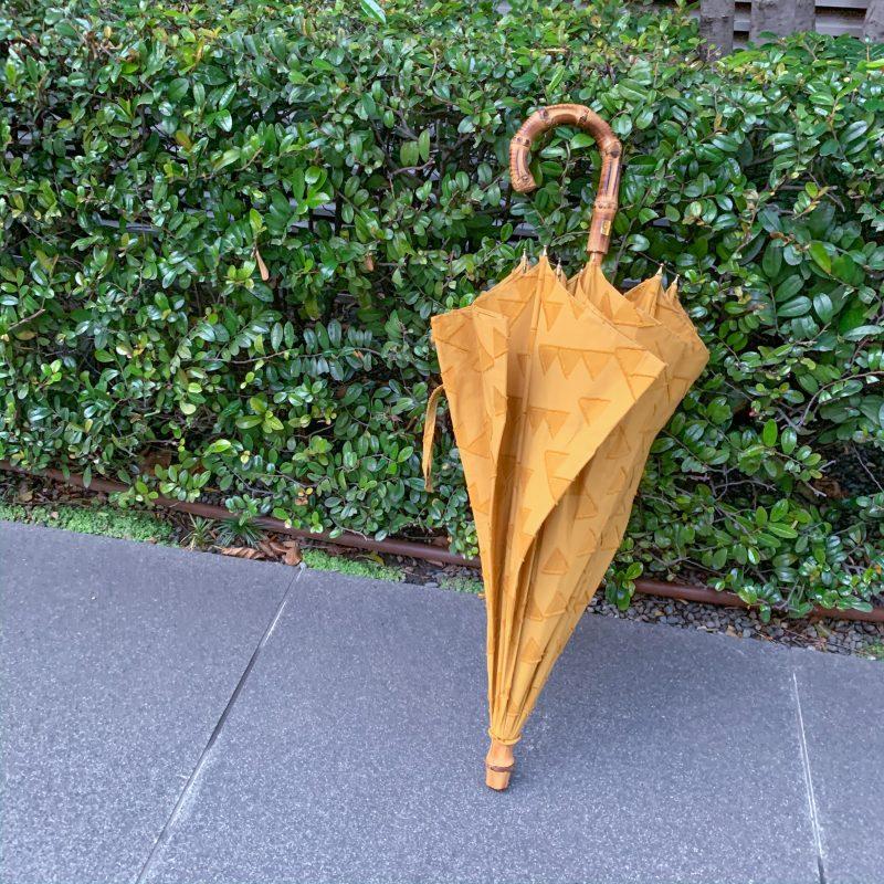 RESTFOLK レストフォーク 晴雨兼用傘 ジャガードブラケットラインは女性が差した時のシルエットを考えたすっきりとしたデザイン