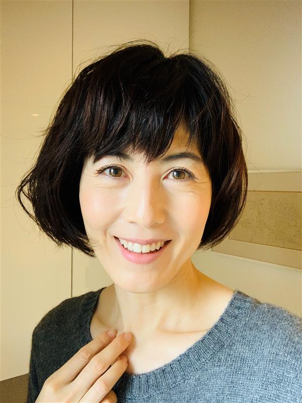ジェルネイルをお休み中の手を楽しんでいます 小島慶子
