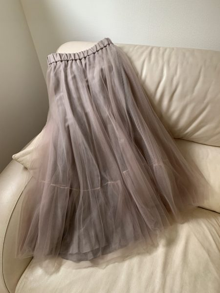 50代のタイムレスアイテム「ファビアナ フィリッピ」のチュールスカート