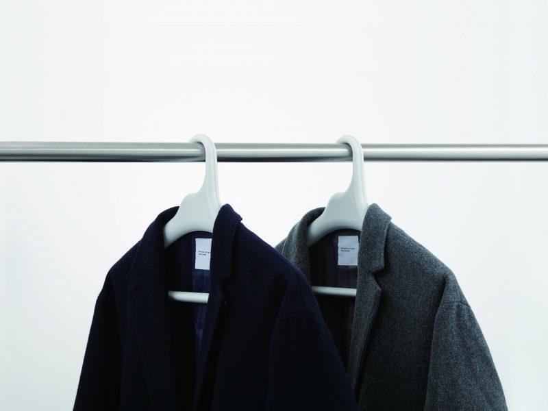 like-it 滑り止めがついた衣類ハンガー コートを掛ける