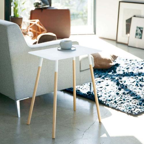 PLAIN サイドテーブルをリビングのソファ横で使用