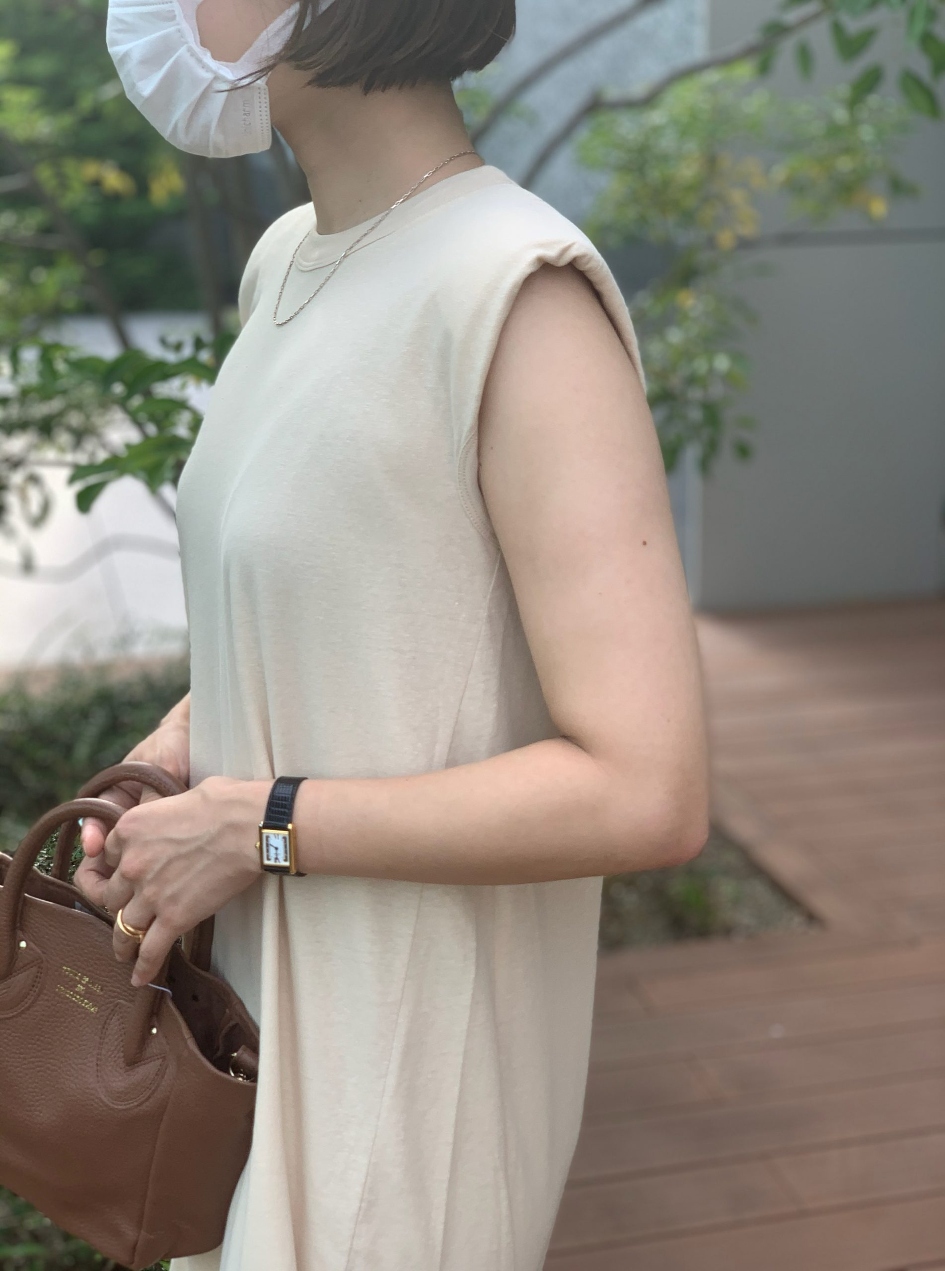 unfil recyle cotton jersey padded shoulder dress ¥22,000 ¥17,600+税(20%OFF)