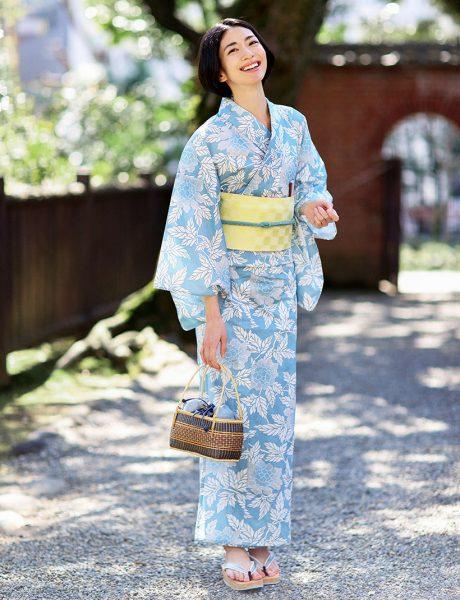 水色をベースにした牡丹柄が大人っぽく涼し気な印象が際立つ美人浴衣