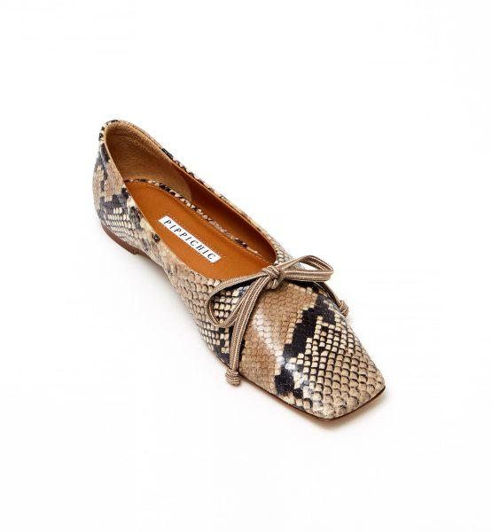 大人の女性の足元を上品に装うニュアンスカラーのパイソン柄シューズ PIPPICHIC バレエシューズ