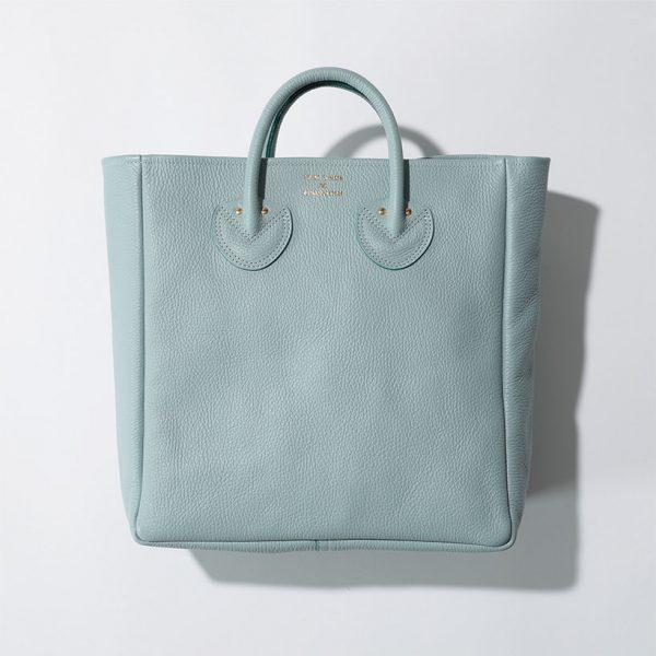 """激売れバッグを特別別注! ここでしか買えない""""ストーングレー""""と復刻""""ラムレーズン""""の2色をご用意。"""