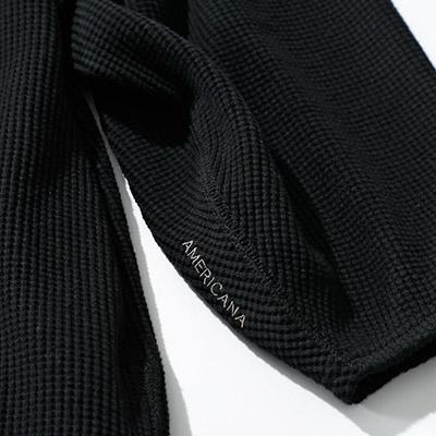 女らしさがあるバルーン袖がポイント。