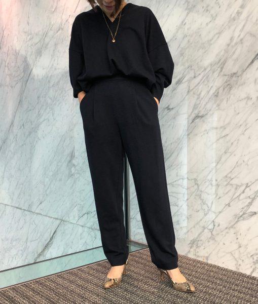 E by éclatの「ジャージーコクーントップス&テーパードパンツ」を身長150cm代のスタッフが着てみました エクラ2020年特集