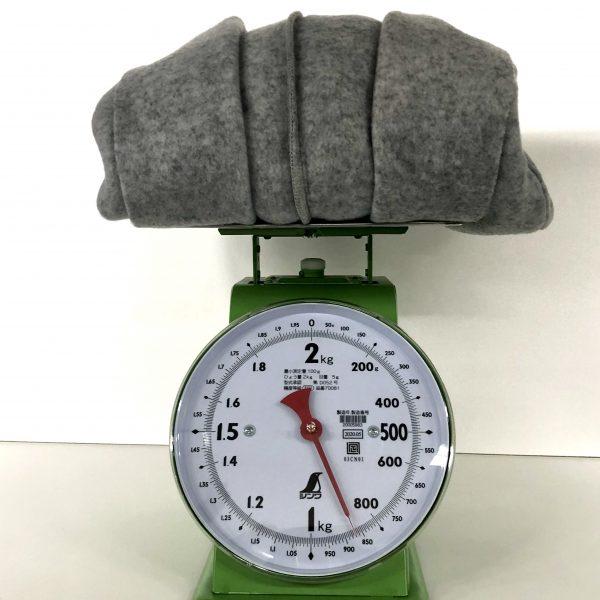 870gは、通常のウールコートの約半分の重さ!