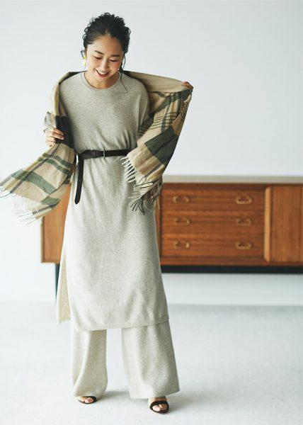 Style04:ワンピース+パンツにベルトでコーディネートしたら、ホテルのラウンジもOK!