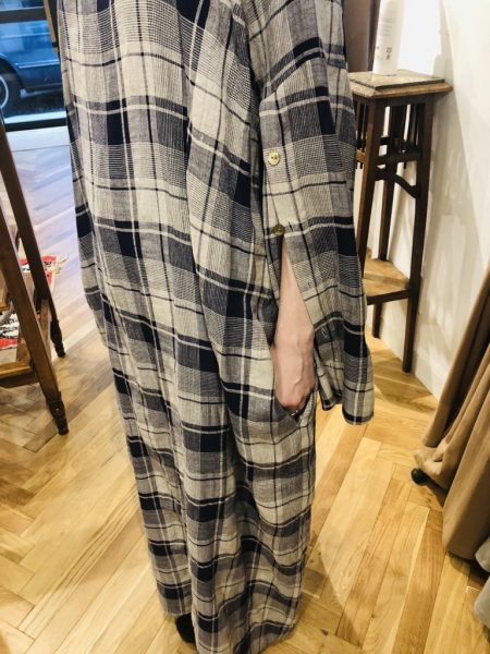 LoroKaftan Check Dress¥29,000+税 抜け感のあるシャツ風に