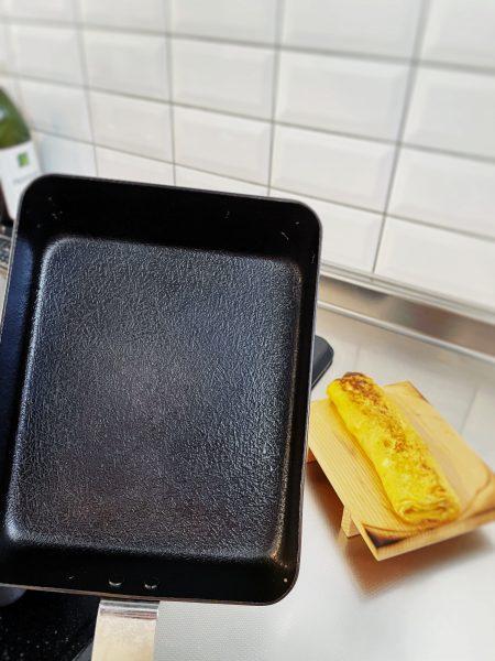 ambai(アンバイ)/卵焼き 角/¥5,500+税/自宅キッチンで卵焼きを焼いた後