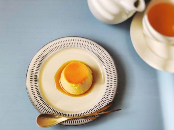 小石原ポタリー (コイシワラポタリー)/パン皿S【2枚セット】/¥4,180(税込)/プリンをのせた写真