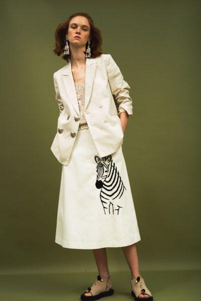 MUVEILシマウマ刺繍スカート¥41,800(税込)