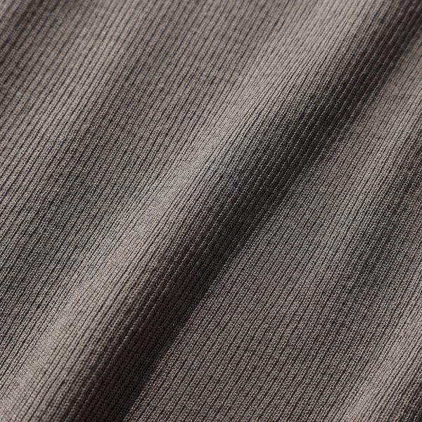 撥水効果と抗菌防臭効果のある糸を使い、部屋干しの嫌なにおいが発生しにくいのが魅力。