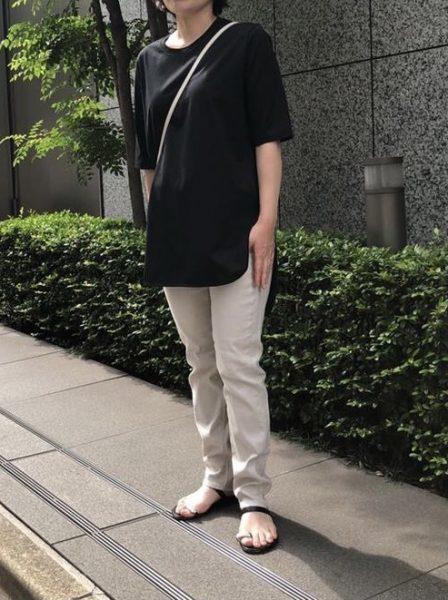 ATON (エイトン)「ラウンドヘムTシャツ」をバイヤーが着比べました     バイヤーH&T編             エクラ2021年特集