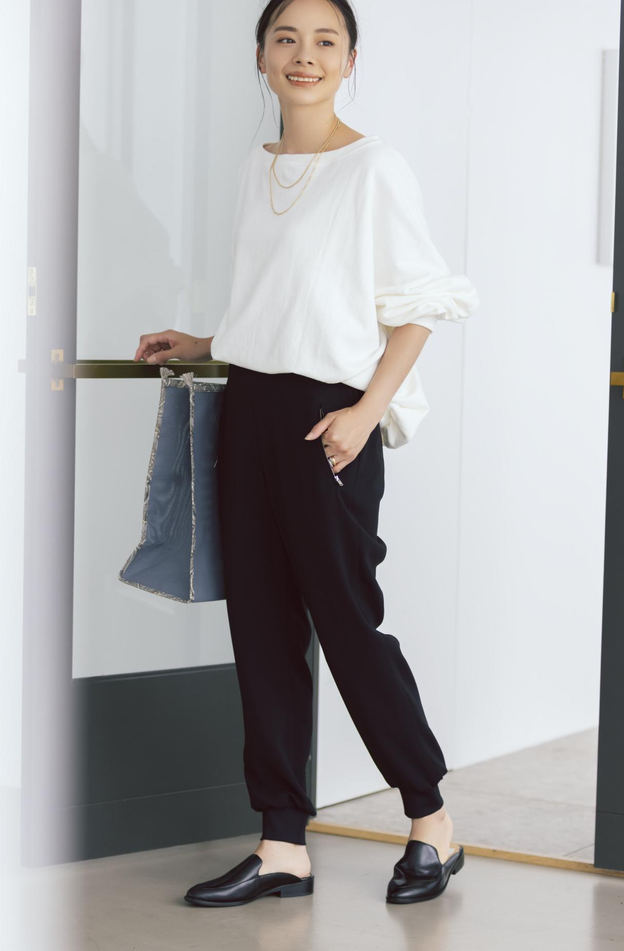 12closet 【洗える】裾リブとろみパンツ ¥13200  鈴木さん正面