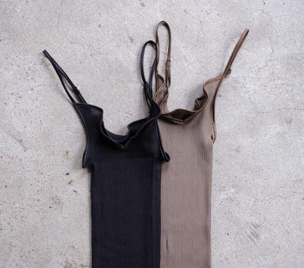 AROMATIQUE 【シルク】サテンキャミソール  税込¥11,000  カラー 左:ブラック/ 右:オリーブ