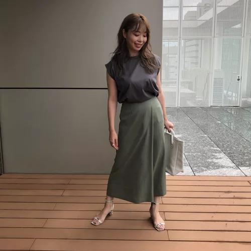 M7days タックナロースカート¥16,500 オリーブ