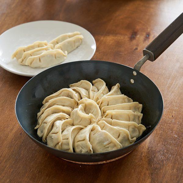 【FD STYLE】鉄フラ イパン 24cmのおすすめポイント / 餃子もお店のように綺麗に焼くことができます。