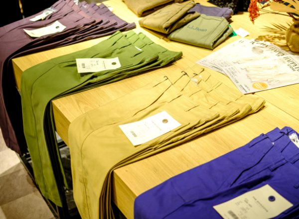 店舗スタッフナビゲート「今、売れている服」