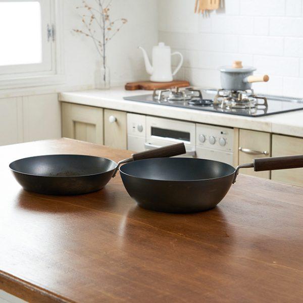【FD STYLE】鉄フライパン 24cm 深型のおすすめポイント / 程よい深さで様々な料理に最適です。